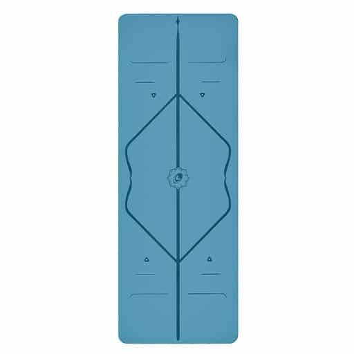 liforme-yogamatta-blå-stående