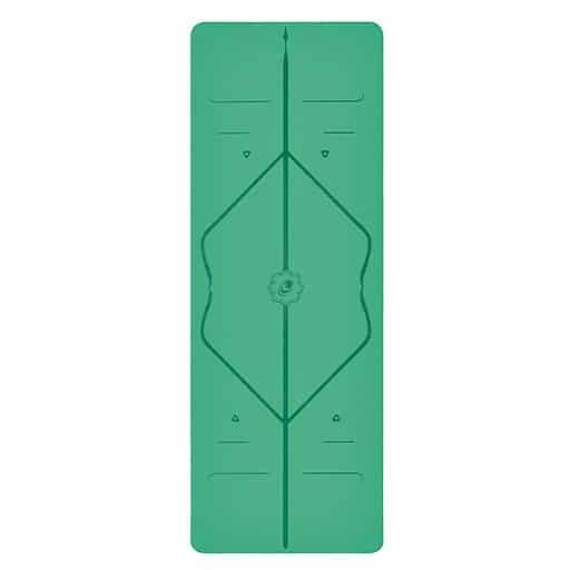 liforme-yogamatta-grön-stående